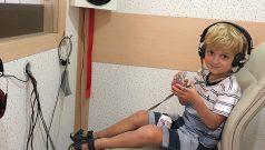 Audiometria em Bebês e Crianças Vestida de Mãe